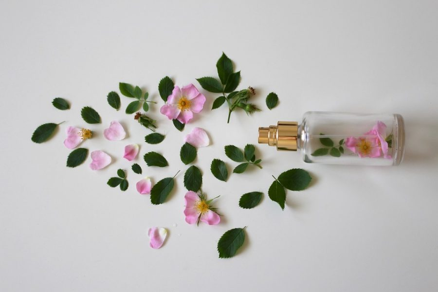 Blending Essential oils by the fragrance pyramid, THE CONNECTION BETWEEN AROMA, EMOTIONS & MEMORIES